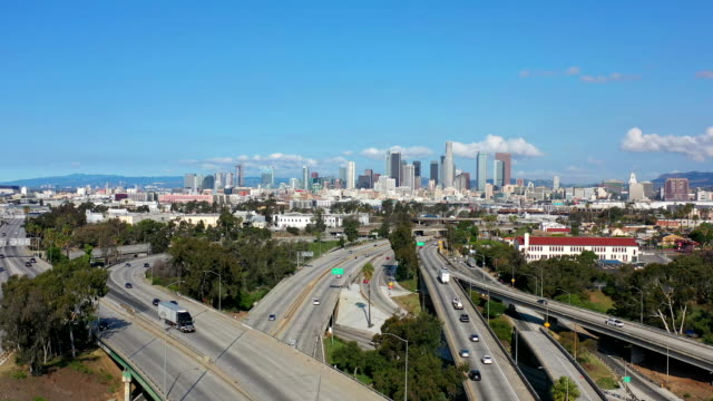empty los angeles freeways during coronavirus pandemic - clear sky stock videos & royalty-free footage
