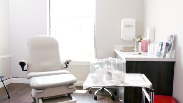 empty medical examination room - medical examination room stock videos & royalty-free footage