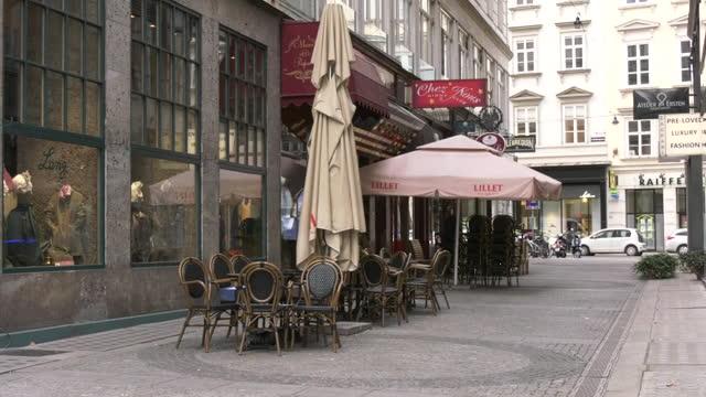 empty outdoor café during covid-19 curfew, vienna, austria - catering building stock videos & royalty-free footage