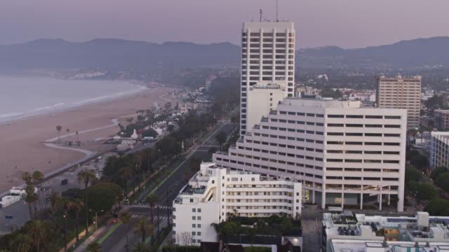 empty pacific coast highway and ocean avenue in santa monica during the covid-19 lockdown - ocean avenue stock videos & royalty-free footage