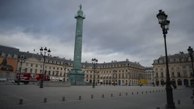 empty place vendome during second wave lockdown, in paris, île-de-france, france, on monday, november 2, 2020. - place vendome stock videos & royalty-free footage