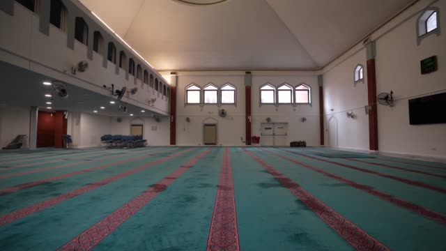 a empty prayer space at east london mosque – one of the biggest in europe with a capacity of 7 serving the uk's largest muslim community the holy... - public celebratory event stock videos & royalty-free footage