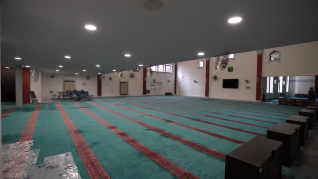 empty prayer space at east london mosque – one of the biggest in europe with a capacity of 7 serving the uk's largest muslim community. the holy... - praying stock videos & royalty-free footage