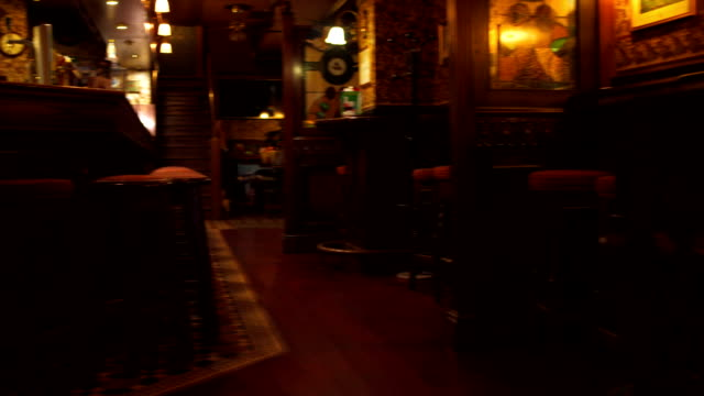 stockvideo's en b-roll-footage met empty pub - bar tapkast
