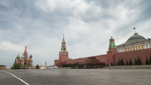 empty red square without people. st. basil's cathedral, mausoleum and kremlin. time lapse - moskau stock-videos und b-roll-filmmaterial