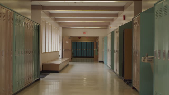 empty school hallway with lockers - high school stock videos & royalty-free footage
