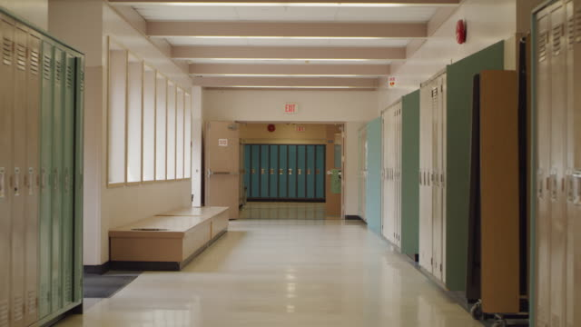 empty school hallway with lockers - locker stock videos & royalty-free footage