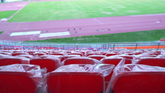 vídeos de stock, filmes e b-roll de assentos vazios em um estádio após covid-19 - número 9