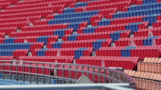 vidéos et rushes de sièges vides dans un stade - chiffre 8
