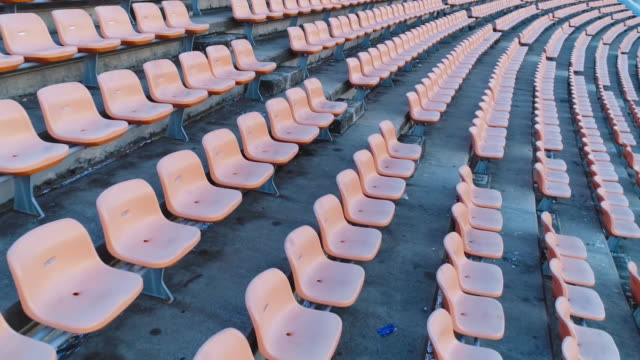 vídeos de stock e filmes b-roll de empty seats in a stadium - futebol americano