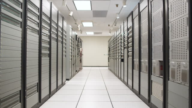ws ds empty server room corridor, dallas, texas, usa - network server stock videos & royalty-free footage