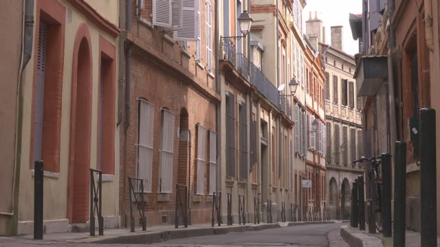 empty small street - toulouse stock videos & royalty-free footage