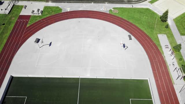 空のスポーツスタジアム - 空からの眺め - 球技場点の映像素材/bロール