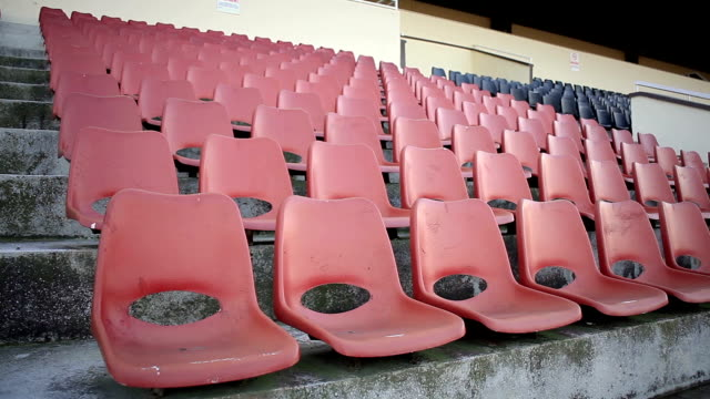 stockvideo's en b-roll-footage met empty stadium seats - stadion
