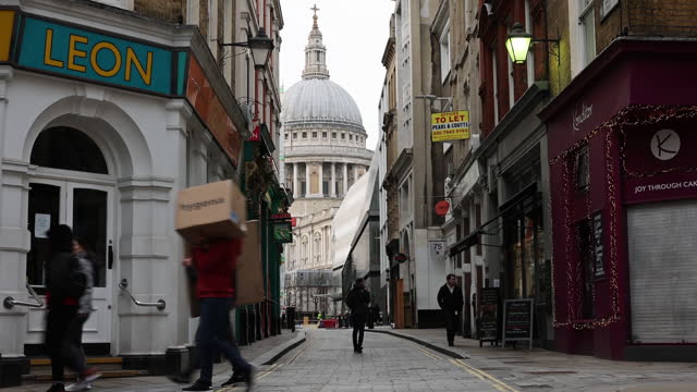 empty street in city of london, during u.k. national lockdown, in city of london, london, england,u.k., on monday, january 18, 2021. this set was... - space stock videos & royalty-free footage