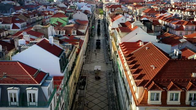 vídeos de stock e filmes b-roll de empty street in lisbon, rua augusta, baixa chiado - história