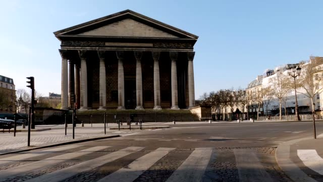 empty street in paris during lockdown - statue stock videos & royalty-free footage