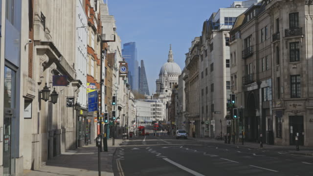 empty streets during the lockdown in london - monument stock videos & royalty-free footage