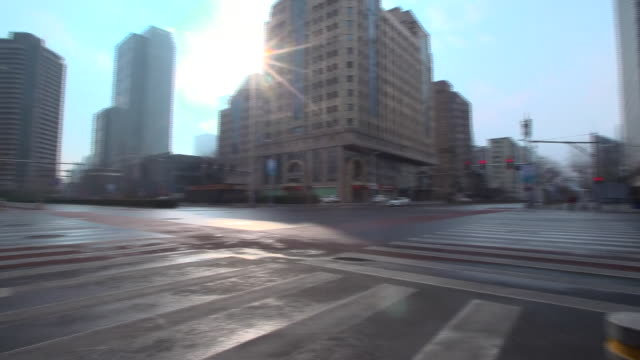 empty streets in beijing after the coronavirus outbreak - fußgängerübergang stock-videos und b-roll-filmmaterial