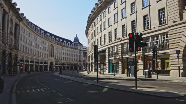 empty streets in london during the lockdown - strada vuota video stock e b–roll