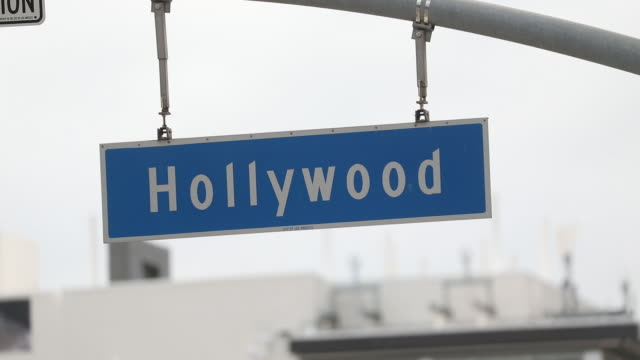vídeos de stock e filmes b-roll de empty streets in los angeles beverly hills and santa monica california on on thursday april 2 2020 the us west coast is offering hopeful signs that... - west hollywood