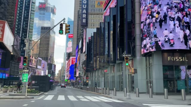 stockvideo's en b-roll-footage met lege straten in manhattan, de stad van new york, tijdens de quarantaine van covid-19 - lockdown