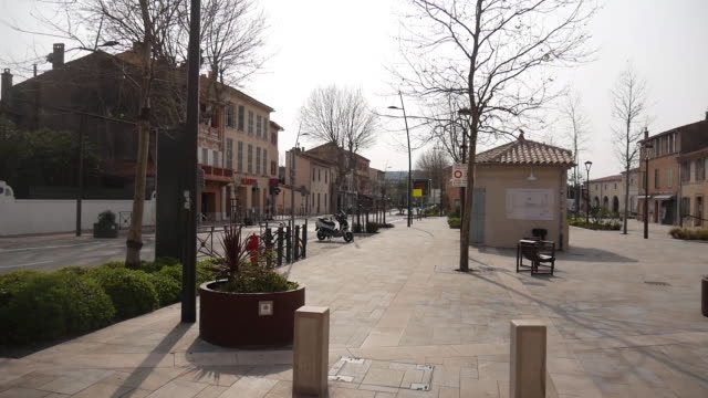 empty streets in saint tropez due to covid19 - tranquil scene stock videos & royalty-free footage