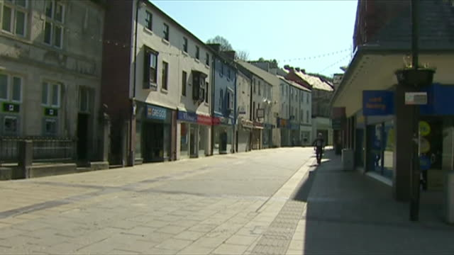 empty streets in wales during the coronavirus lockdown - inquadratura fissa video stock e b–roll