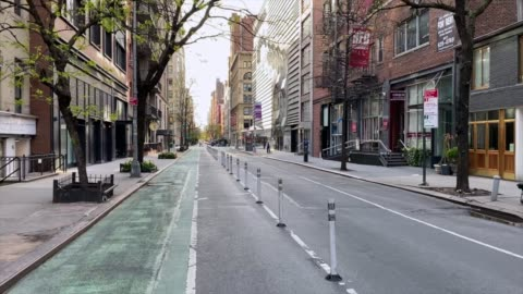 vidéos et rushes de rues vides de new york - route déserte