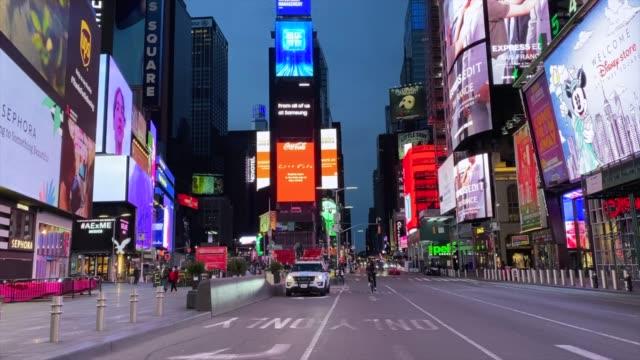 empty streets of times square - strada vuota video stock e b–roll