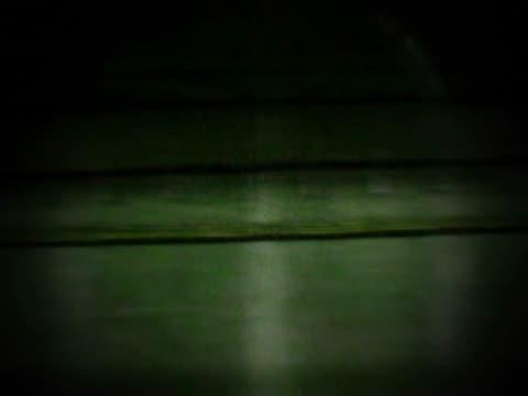 empty subway platform - weibliche figur stock-videos und b-roll-filmmaterial