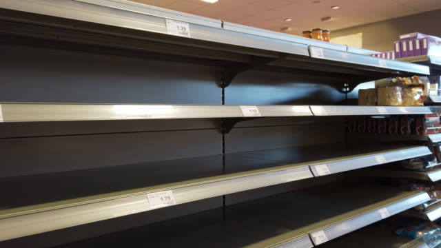 vídeos de stock e filmes b-roll de empty supermarket shelves during coronavirus epidemic - prateleira objeto manufaturado