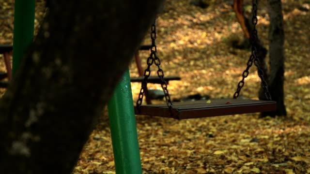stockvideo's en b-roll-footage met lege schommel in bos - schommelen bungelen