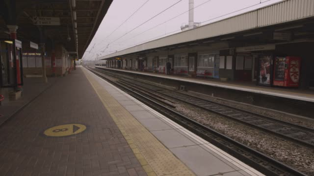stockvideo's en b-roll-footage met empty train station in northern england - perron