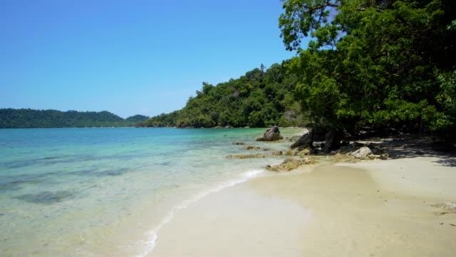 empty tropical beach - polarizer stock videos & royalty-free footage