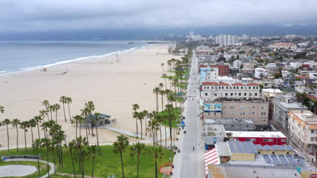 empty venice beach boardwalk during the covid-19 pandemic - city of los angeles stock videos & royalty-free footage