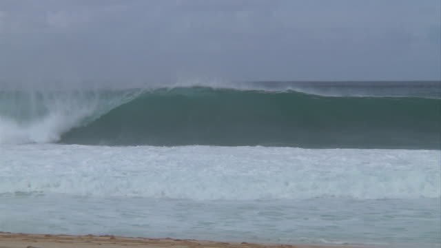 empty wave at pipeline 6 - pipeline stock videos and b-roll footage