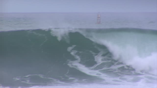 empty wave at pipeline 7 - pipeline wave stock videos and b-roll footage