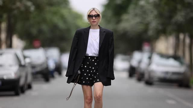 emy venturini wears sunglasses from dita eyewear, earrings, a black oversized blazer jacket from prada, a white t-shirt from the frankie shop, a... - カルツェドニア点の映像素材/bロール
