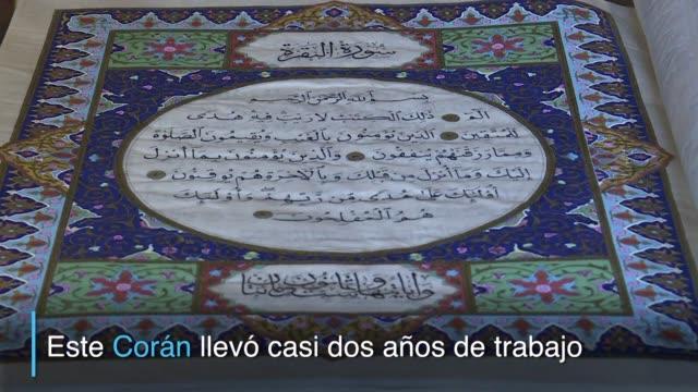 en afganistan los creadores de un coran de seda con sus 610 paginas pintadas a mano esperan que sirva para apoyar el arte de la caligrafia... - seda stock videos & royalty-free footage
