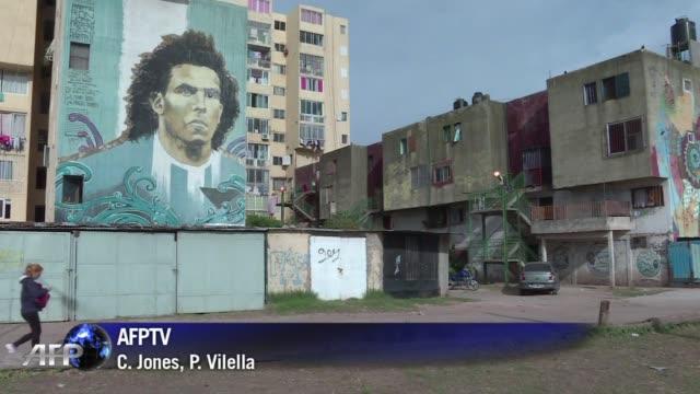 En la humilde barriada portena de Fuerte Apache el duelo de argentinos entre Leo Messi y Carlos Tevez en la final de la Liga de Campeones de Europa...