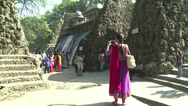 en la vispera de su 90° cumpleanos el escultor nek chand explica como construyo el fantasioso jardin de rocas de la localidad india de chandingarh al... - diario stock videos and b-roll footage