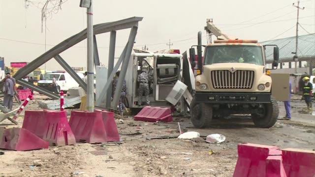 vídeos de stock, filmes e b-roll de en medio de una ola de violencia que las autoridades no pueden controlar varias personas murieron este lunes en una serie de ataques incluidos dos... - irak