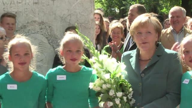 En plena campana electoral Angela Merkel fue profesora de historia por un dia VOICED Merkel y su clase de historia on August 13 2013 in Berlin...