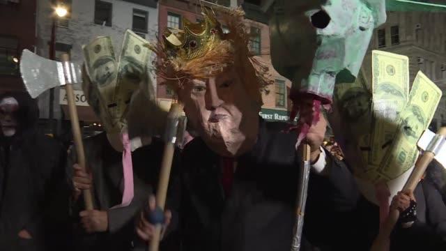 en plena campana electoral para los comicios de medio termino en estados unidos nueva york celebro el miercoles su tradicional desfile de halloween... - politica stock videos & royalty-free footage