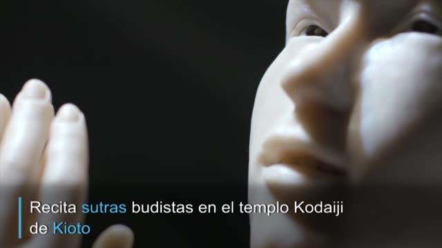 en un templo budista japones con 400 anos de antiguedad la diosa de la compasion kannon ha adoptado la forma de un androide para recibir a los fieles... - religion stock videos & royalty-free footage