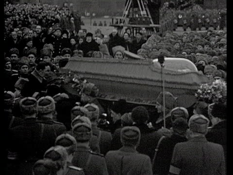 end of ceremony on red square stalin's coffin carried inside mausoleum / moscow russia audio - 1953年点の映像素材/bロール