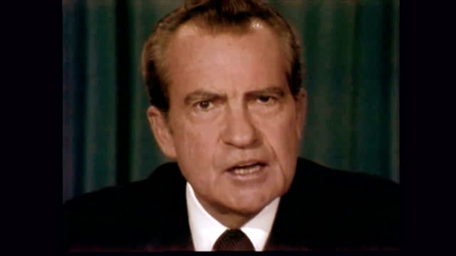 / end of richard nixon's resignation speech / final statement to have served in this office is to have felt a very personal sense of kinship with... - 辞職点の映像素材/bロール
