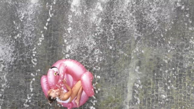 end of summer in germany - woman under a fountain - badbyxor bildbanksvideor och videomaterial från bakom kulisserna
