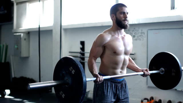 vidéos et rushes de d'endurance exercice - seulement des jeunes hommes